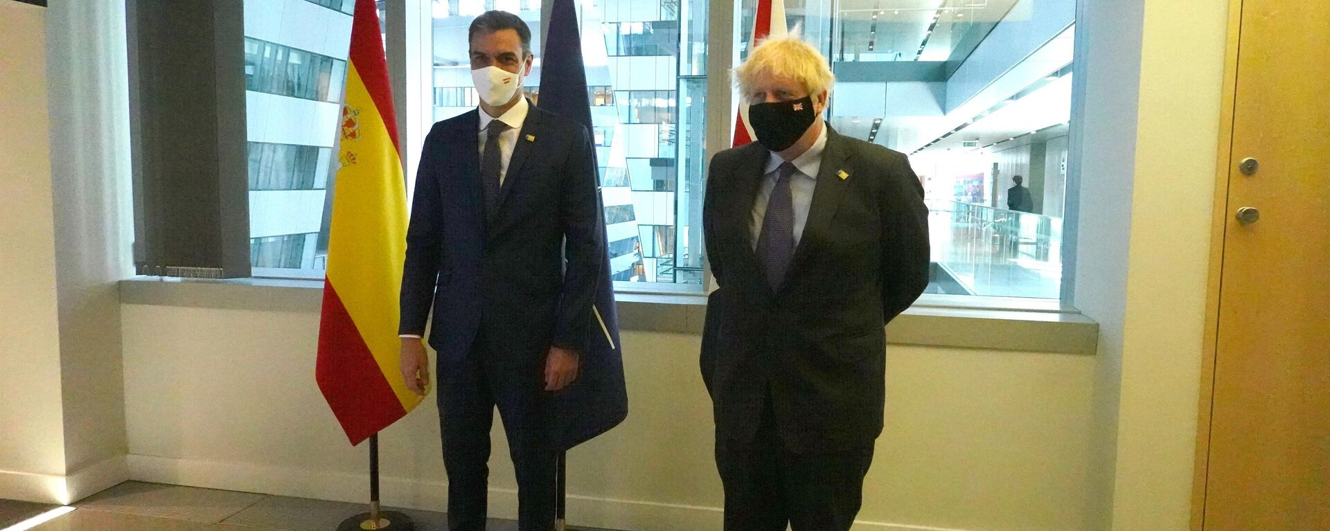 El presidente del Gobierno de España, Pedro Sánchez, y el primer ministro británico, Boris Johnson - Sputnik Mundo, 1920, 14.06.2021