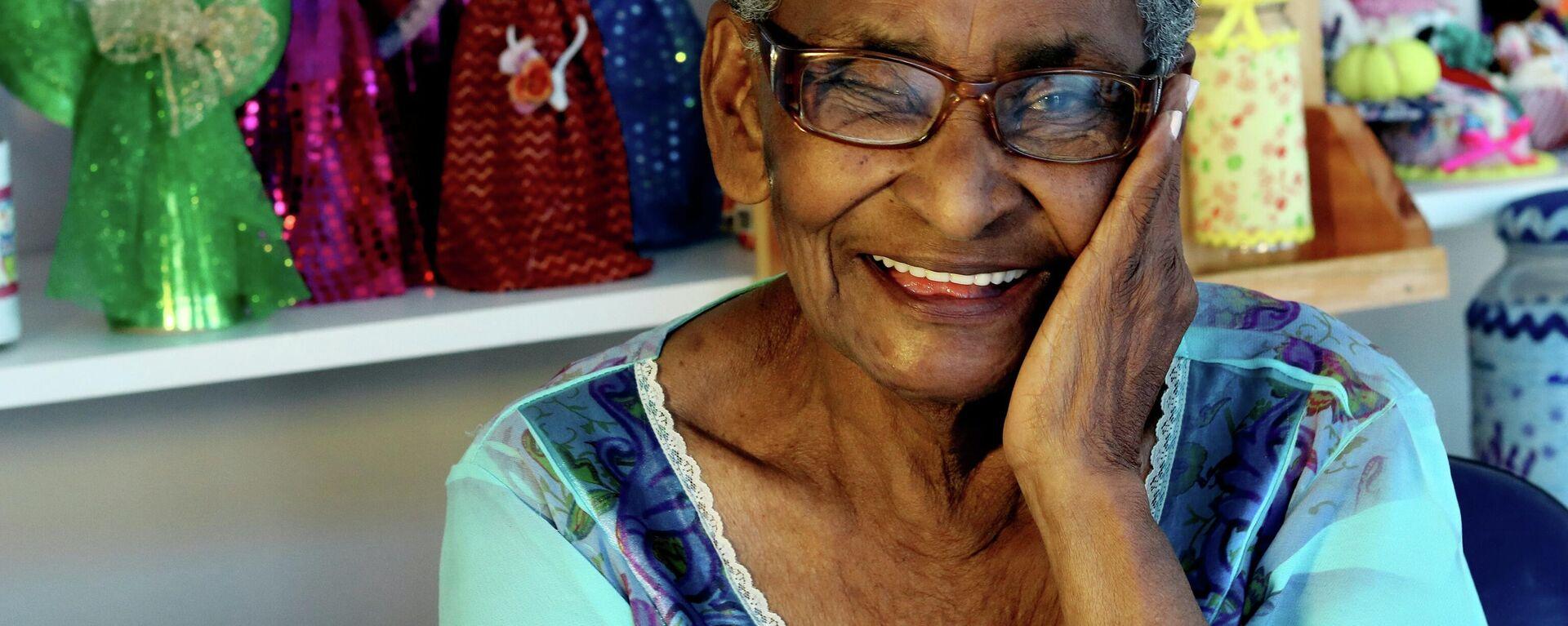 Old brazilian woman smiling - Sputnik Mundo, 1920, 15.06.2021