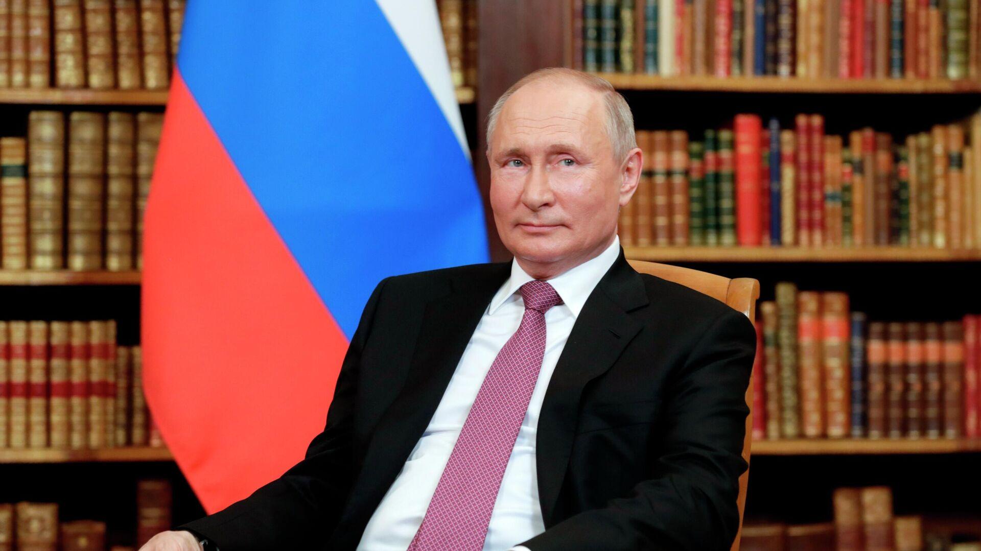 El presidente de Rusia, Vladímir Putin, en la cumbre con Joe Biden - Sputnik Mundo, 1920, 22.08.2021