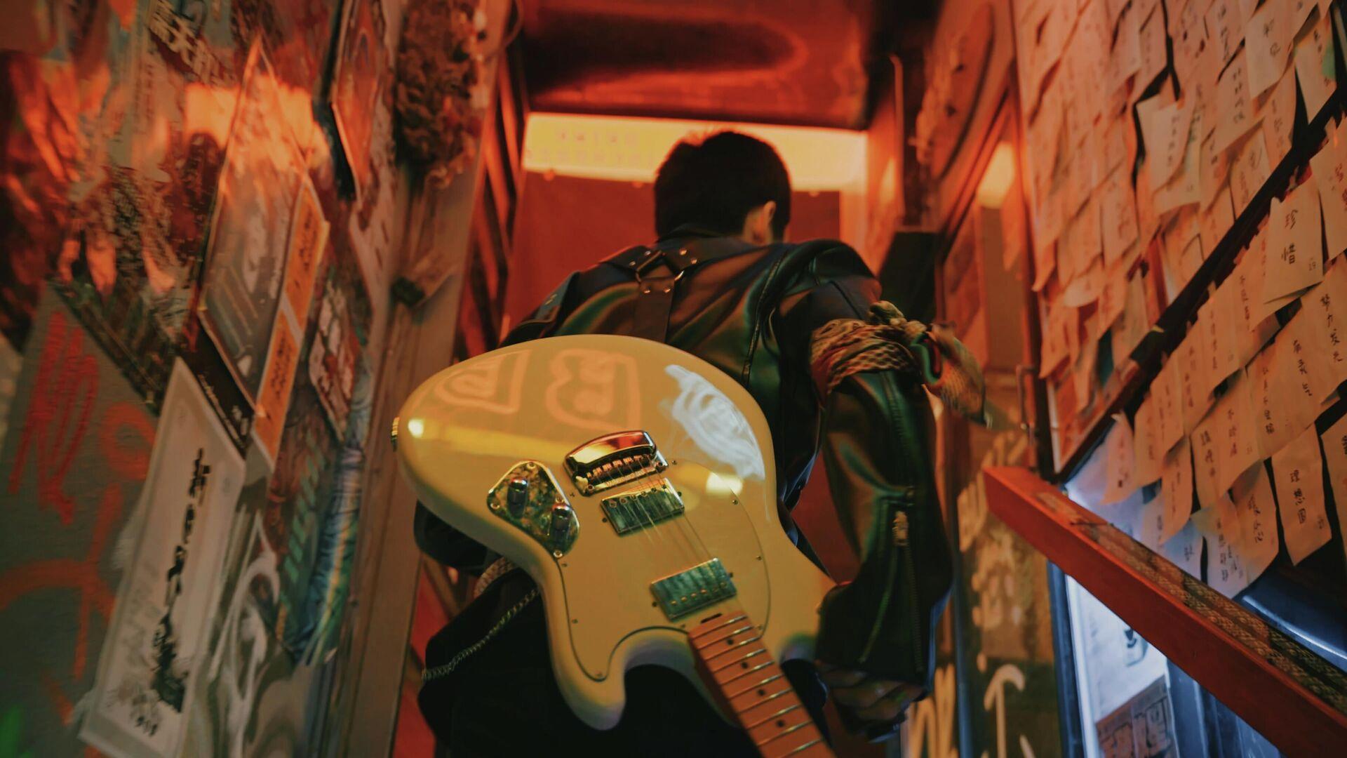 Un hombre con guitarra - Sputnik Mundo, 1920, 01.10.2021