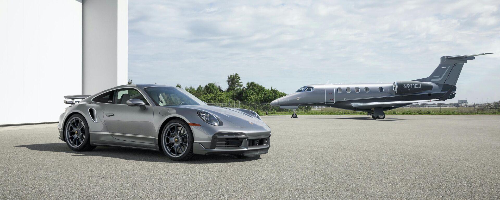 Un Porsche 911 Turbo S y un jet Embraer Phenom 300E de la edición especial 'Duet' - Sputnik Mundo, 1920, 02.07.2021