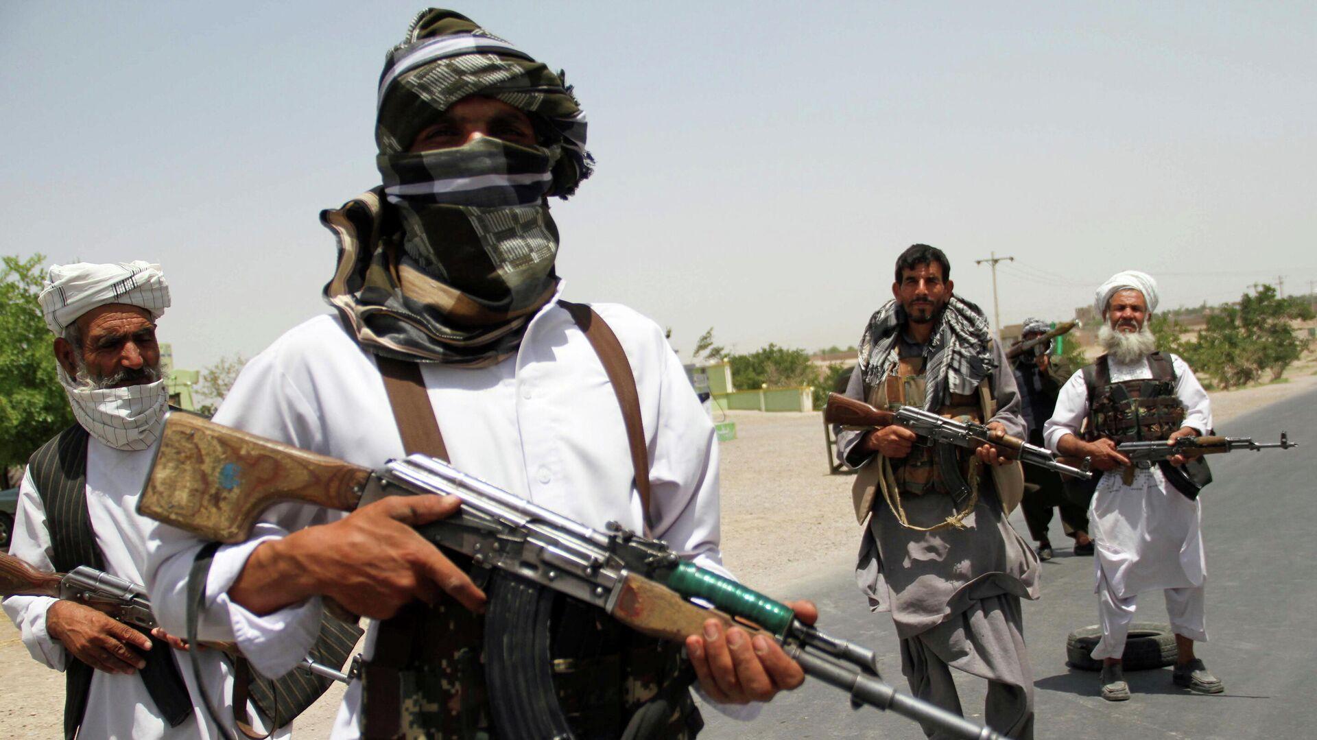 Excombatientes muyahidines durante los enfrentamientos contra los talibanes en Afganistán, el 10 de julio de 2021 - Sputnik Mundo, 1920, 28.07.2021