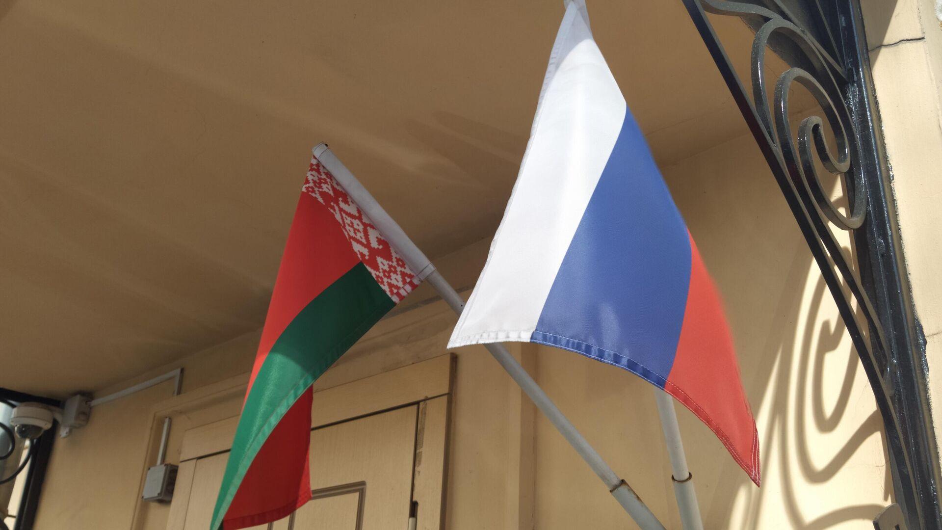 Banderas de Bielorrusia y Rusia - Sputnik Mundo, 1920, 10.09.2021