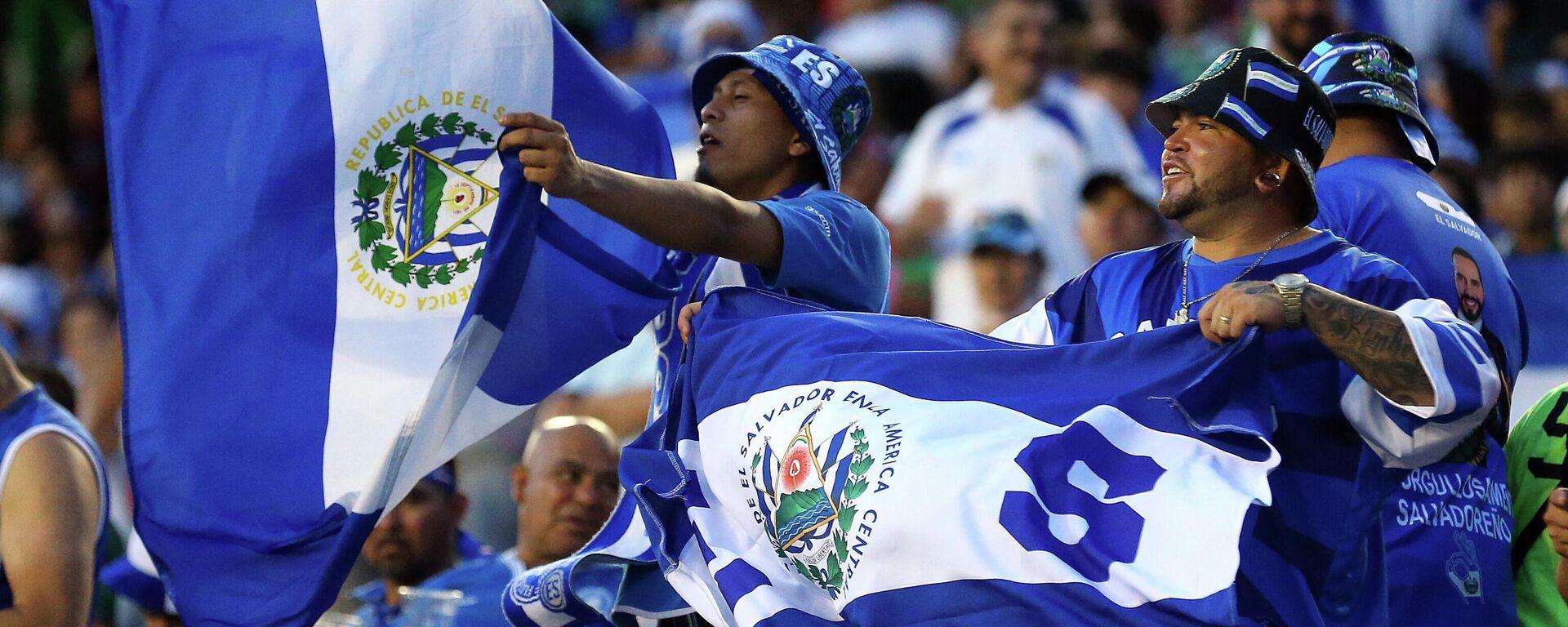 Hinchas de El Salvador en la Copa de Oro - Sputnik Mundo, 1920, 19.07.2021