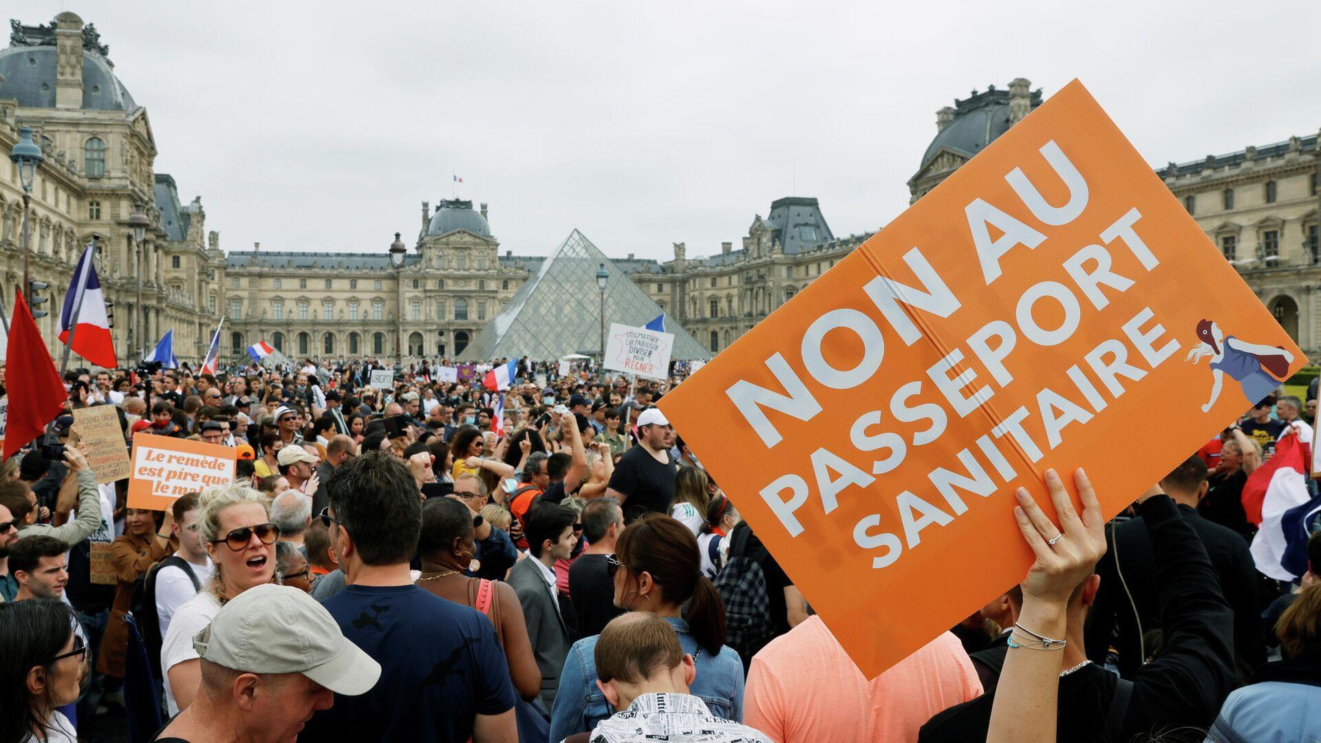 Manifestantes marchan contra el 'pasaporte COVID' y la vacunación obligatoria en París - Sputnik Mundo, 1920, 24.07.2021