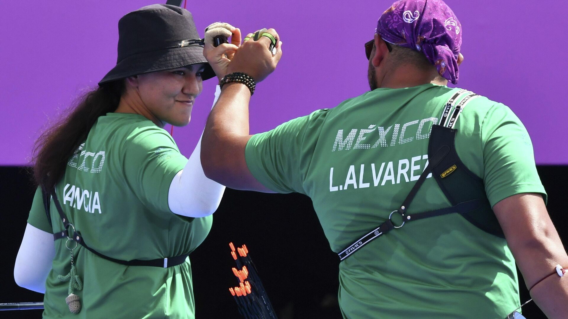 Los medallistas de bronce mexicanos en la prueba de tiro con arco mixto, Alejandra Valencia y Luis Álvarez  - Sputnik Mundo, 1920, 24.07.2021