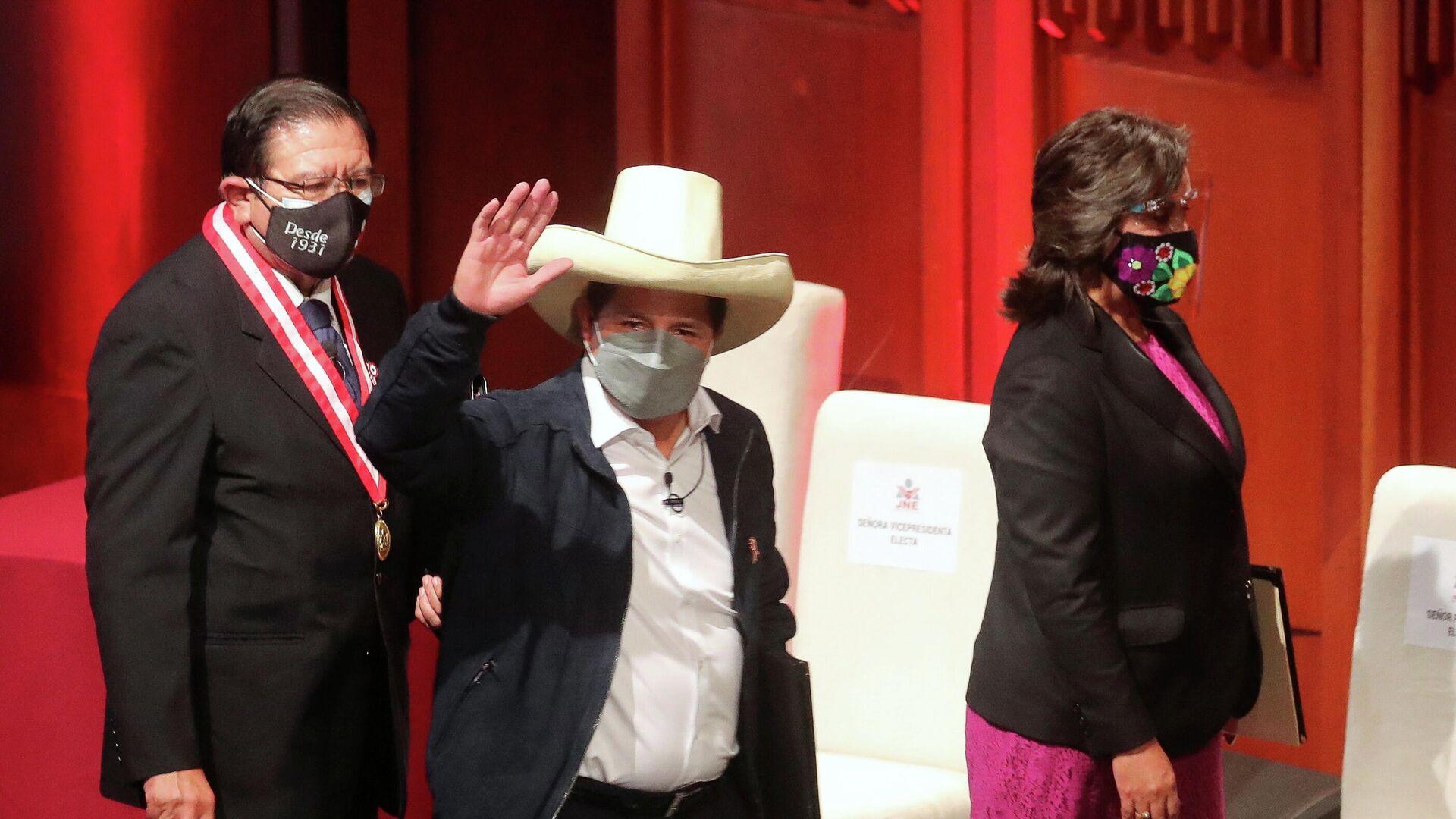 Pedro Castillo, presidente electo de Perú, recibe las cartas credenciales para la presidencia - Sputnik Mundo, 1920, 27.07.2021
