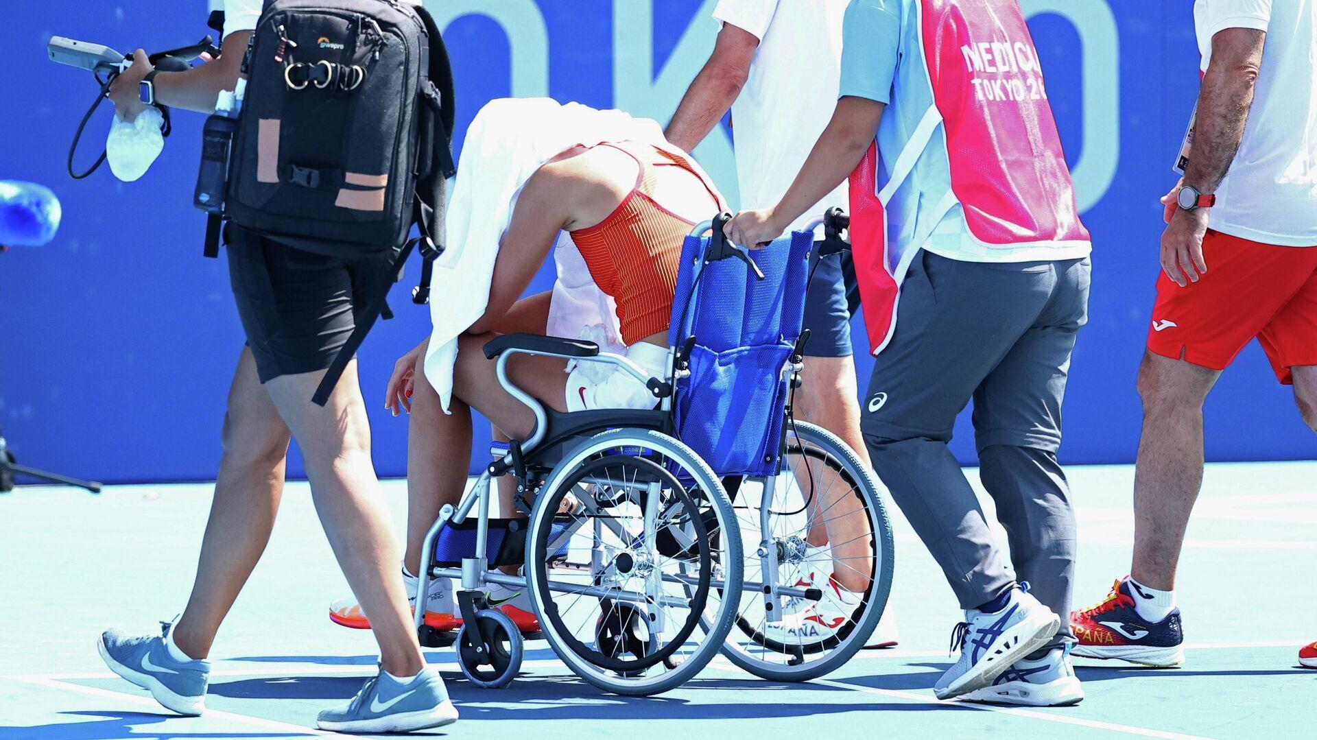 Paula Badosa sale del Ariake Tennis Park (Tokio, Japón) tras padecer un golpe de calor - Sputnik Mundo, 1920, 28.07.2021