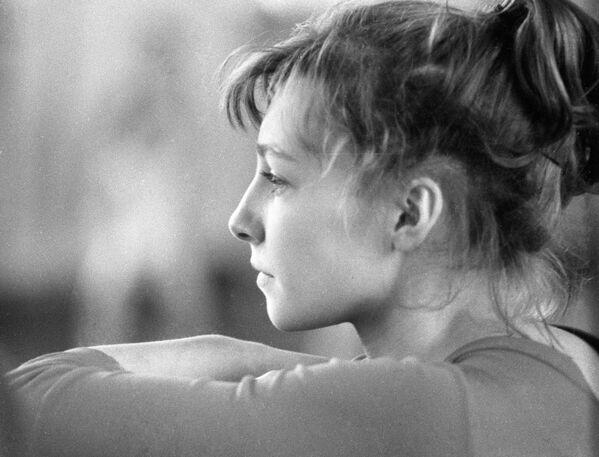 En 1966, el equipo de gimnasia artística femenina de la Unión Soviética ganó una nueva líder. Larisa Latynina, hasta el día de hoy la gimnasta con más títulos de la historia —18 medallas olímpicas, de las cuales nueve son de oro—, participó de su último gran torneo: el Campeonato Mundial de Dortmund, en Alemania. La legendaria atleta soviética se llevó la plata en la competencia, mientras que su compatriota Natalia Kuchínskaya se convirtió en la sensación del torneo. - Sputnik Mundo