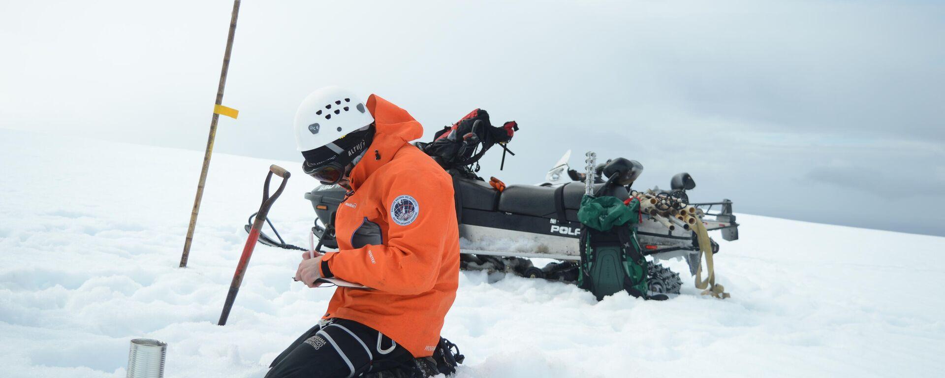 Trabajos de criología del Instituto Antártico en el glaciar Fourcade, cerca de la Base Carlini, isla 25 de Mayo - Sputnik Mundo, 1920, 29.07.2021