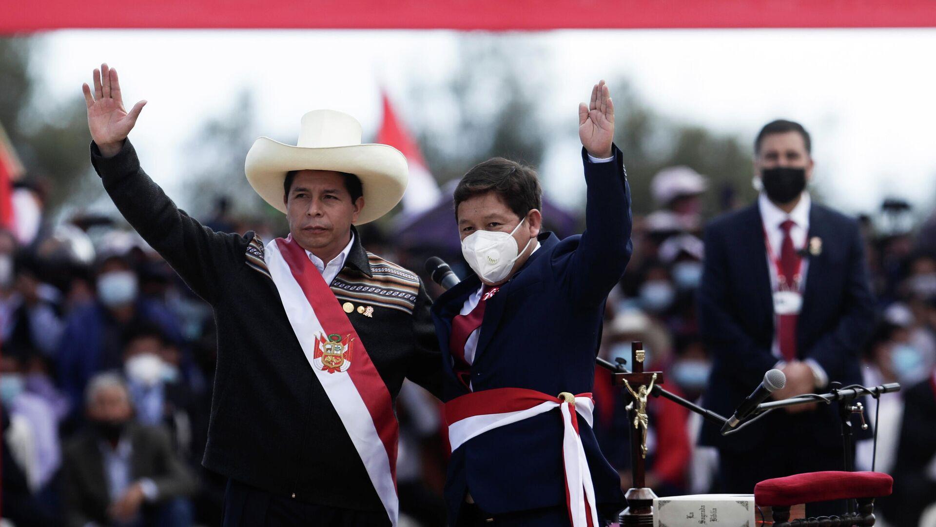 El presidente de Perú, Pedro Castillo, junto al primer ministro, Guido Bellido  - Sputnik Mundo, 1920, 27.08.2021