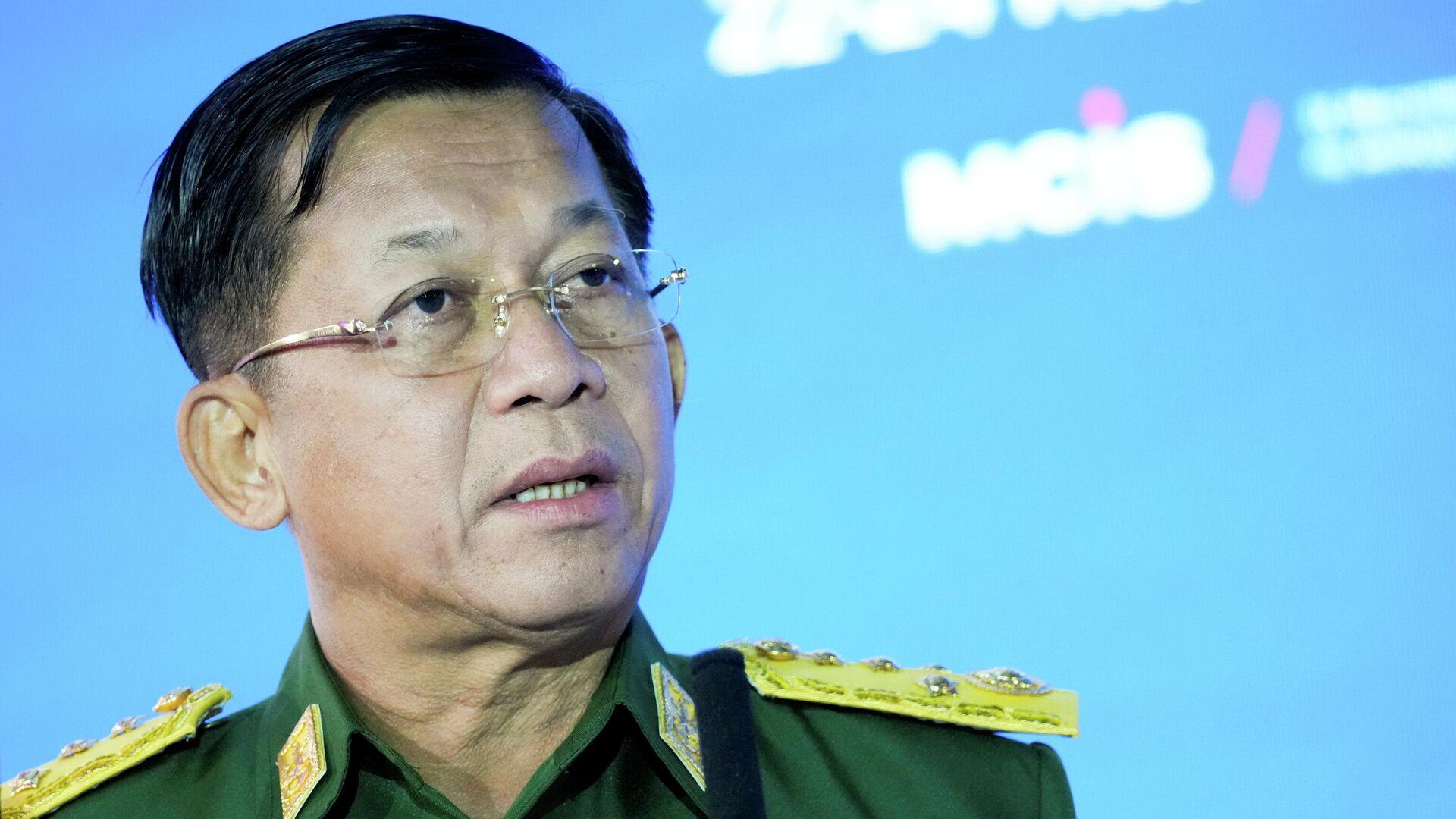 El comandante en jefe de las Fuerzas Armadas de Birmania, Min Aung Hlaing, pronuncia un discurso en la IX Conferencia de Moscú sobre la Seguridad Internacional, Rusia, el 23 de junio de 2021. Alexander Zemlianichenko / Pool vía REUTERS / Foto de archivo - Sputnik Mundo, 1920, 01.08.2021