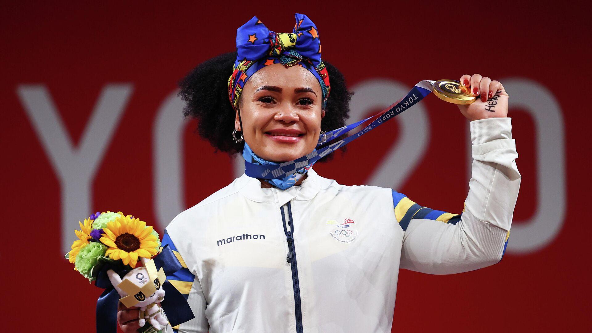 La halterófila ecuatoriana Neisi Dajomes con su medalla de oro, Tokio, el 1 de agosto de 2021 - Sputnik Mundo, 1920, 01.08.2021