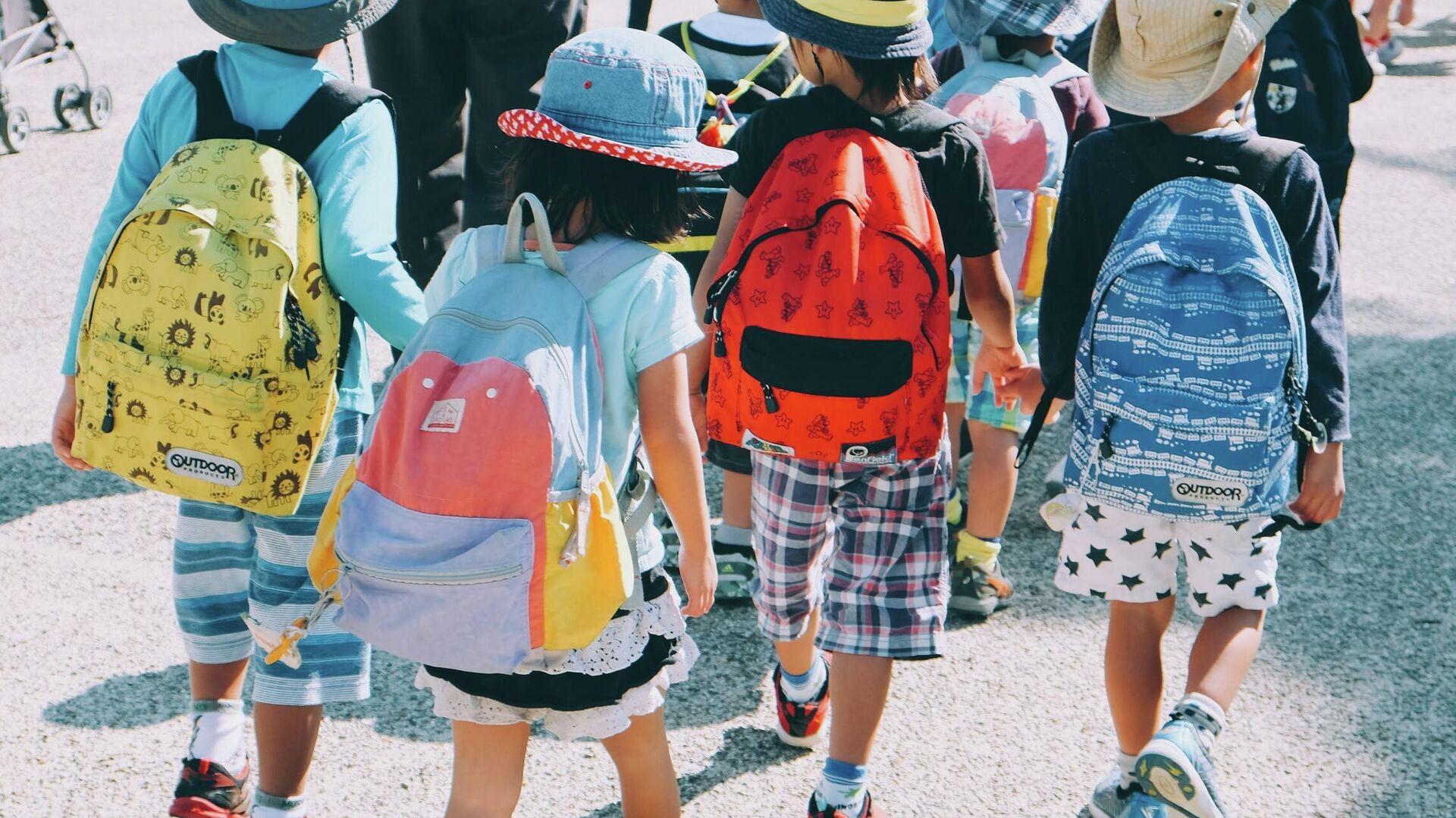 Los niños van a la escuela (imagen referencial) - Sputnik Mundo, 1920, 20.09.2021