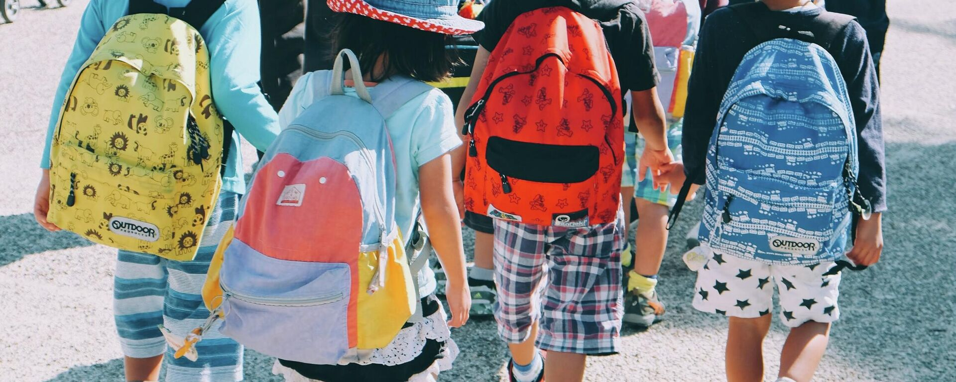 Los niños van a la escuela (imagen referencial) - Sputnik Mundo, 1920, 25.08.2021