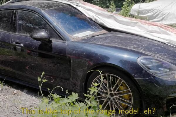 Un Porsche Panamera Turbo en el depósito municipal de Hangzhou - Sputnik Mundo