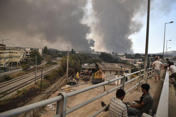 Los violentos incendios han afectado ya más de 3.000 hectáreas de bosques y olivares. - Sputnik Mundo