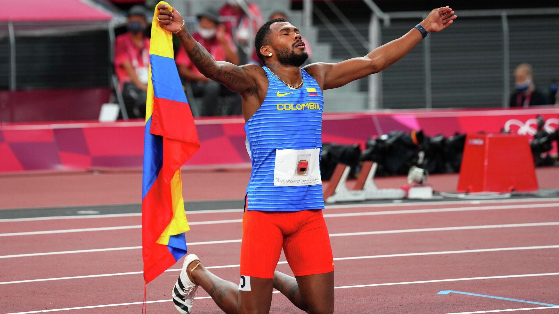El colombiano Anthony Zambrano después de consiguir la medalla de plata en la prueba de 400 metros planos en los Juegos Olímpicos de Tokio 2020 - Sputnik Mundo, 1920, 05.08.2021