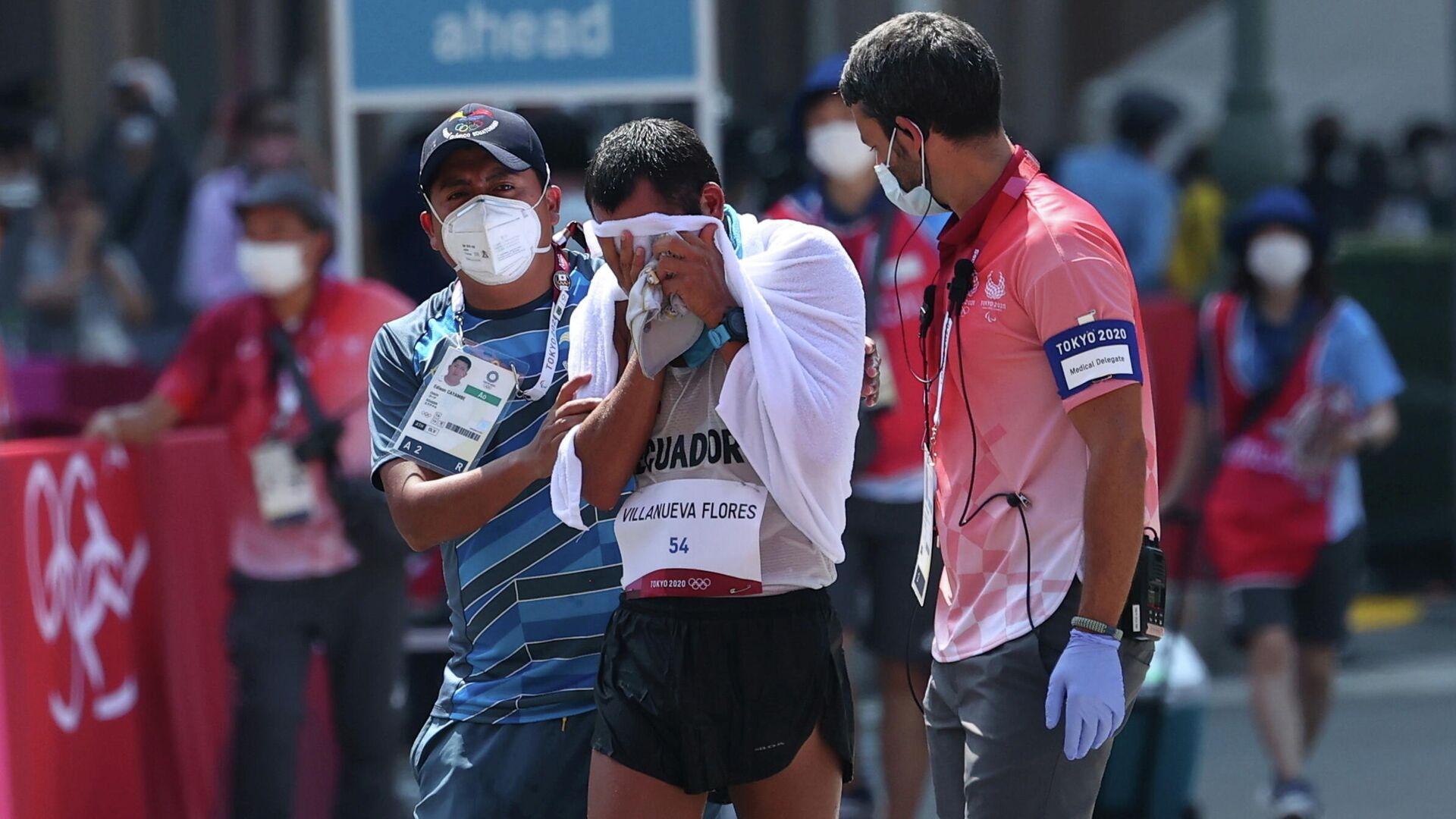 El atleta ecuatoriano Claudio Villanueva se emociona luego de cruzar la meta en último lugar en marcha atlética de 50 km - Sputnik Mundo, 1920, 06.08.2021