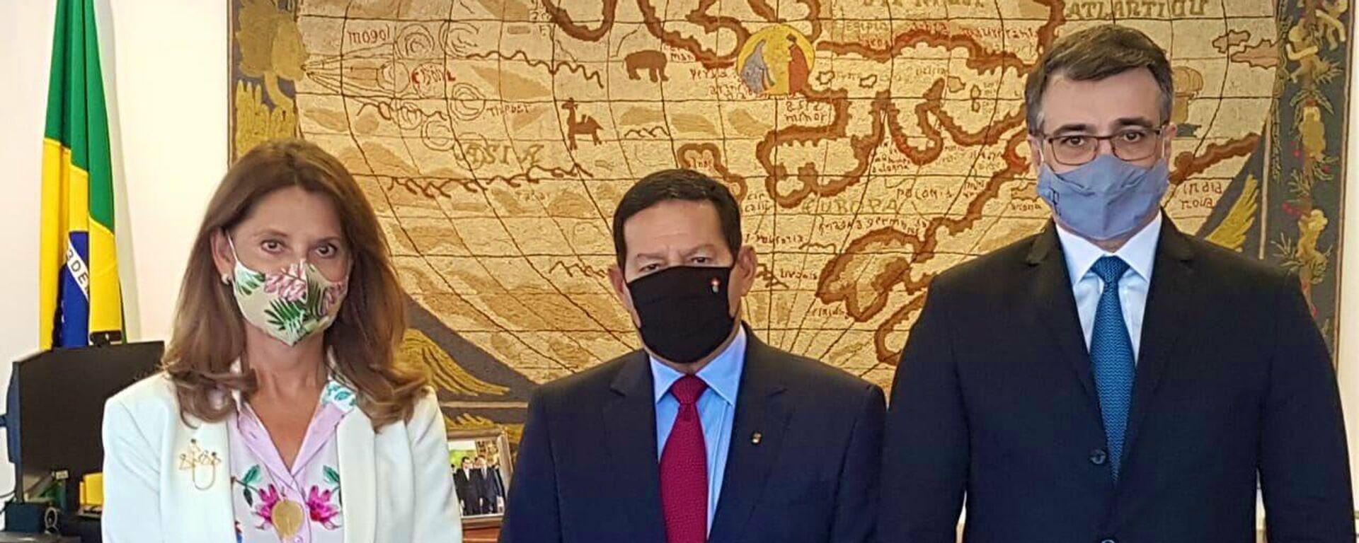 La vicepresidenta y canciller de Colombia, Marta Lucía Ramírez, el vicepresidente de Brasil, Hamilton Martins Mourao, y el canciller de Brasil, Carlos Franca - Sputnik Mundo, 1920, 12.08.2021