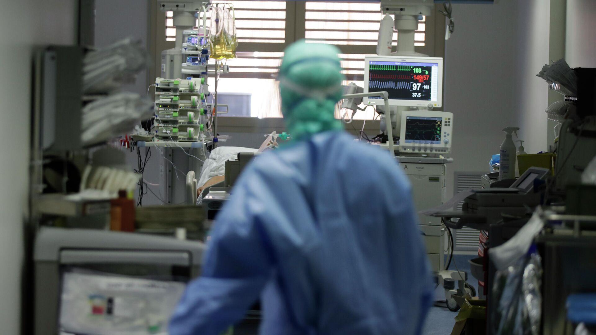 Enfermero en un hospital (imagen referencial) - Sputnik Mundo, 1920, 01.09.2021