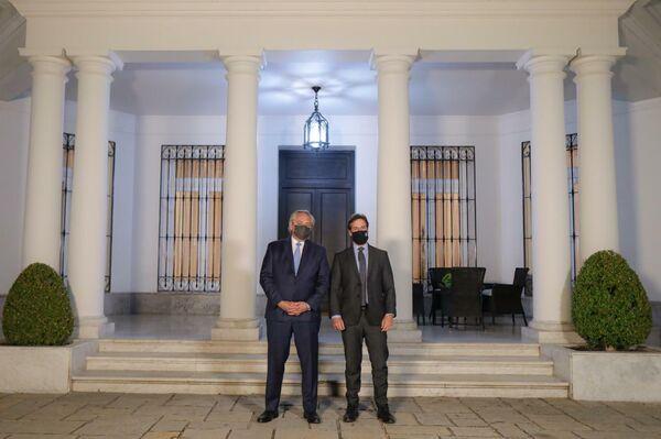 El presidente de Argentina, Alberto Fernández, con su homólogo urugyayo, Luis Lacalle Pou - Sputnik Mundo