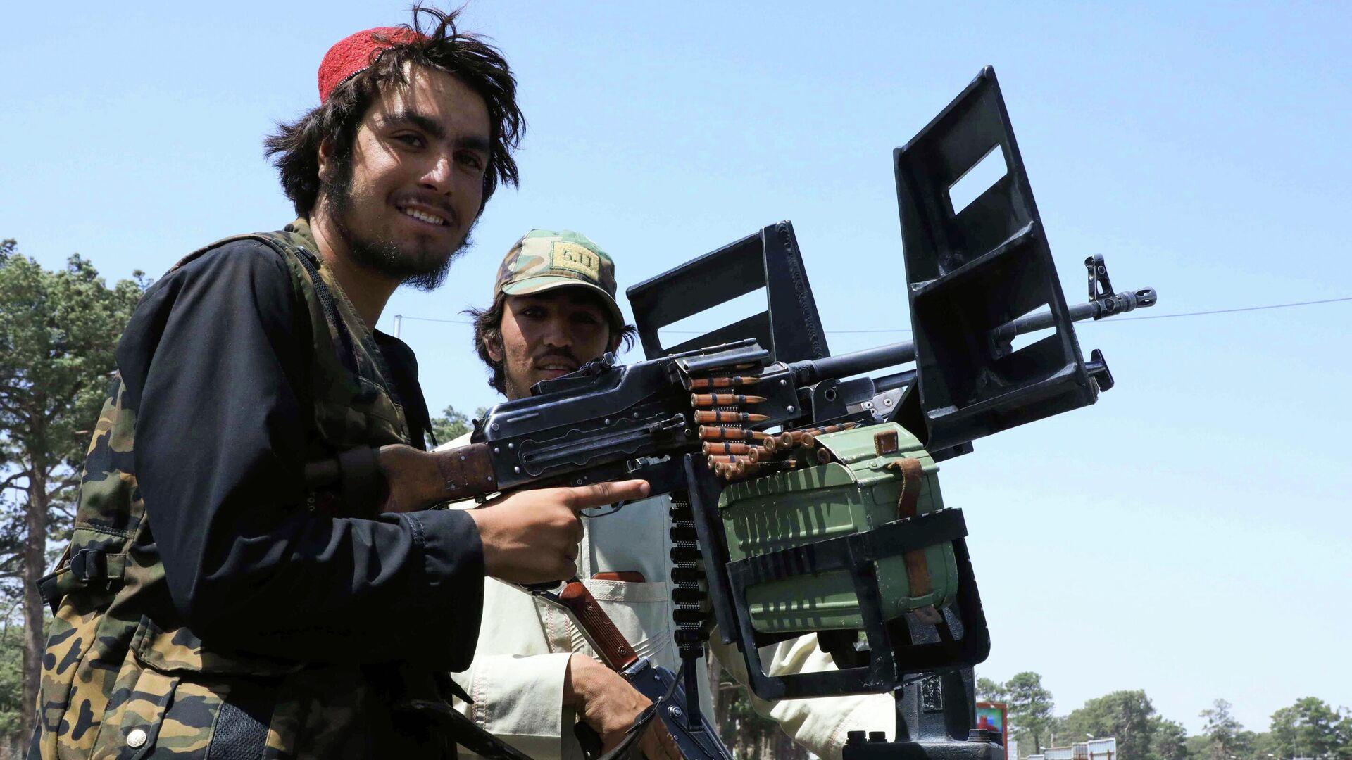 Fuerzas talibanes patrullan una calle en Herat - Sputnik Mundo, 1920, 15.08.2021