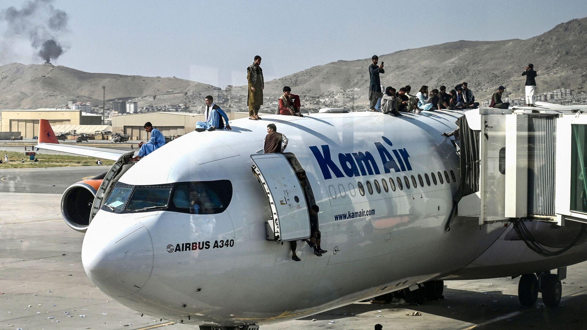 Los afganes en el aeropuerto de Kabul - Sputnik Mundo, 1920, 18.08.2021