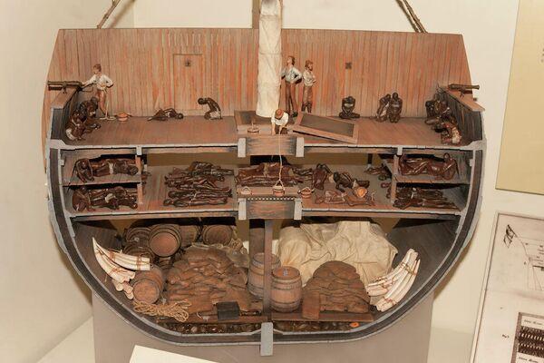Maqueta de barco de esclavos expuesta en el Museo Nacional de Historia Americana, del Instituto Smithsoniano - Sputnik Mundo