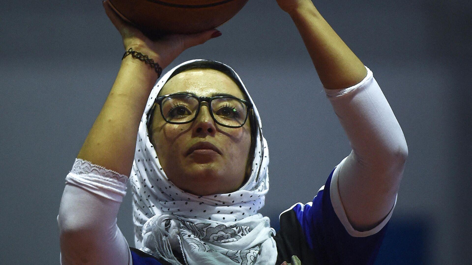 Nilofar Bayat, jugadora afgana de baloncesto en silla de ruedas  - Sputnik Mundo, 1920, 20.08.2021