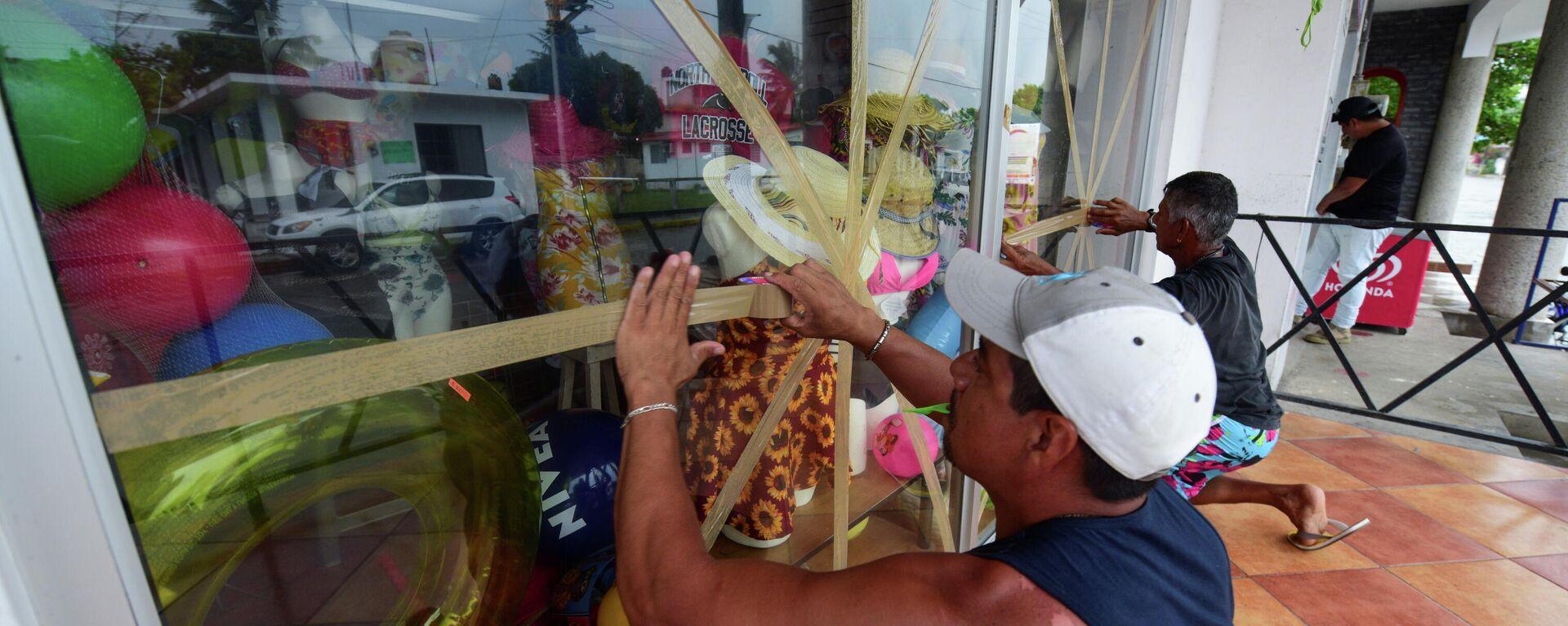 Preparando una tienda para la llegada del huracán Grace en Tecolutla, México - Sputnik Mundo, 1920, 21.08.2021