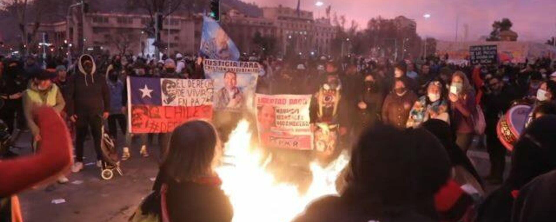 Cacerolazos y represiones por la liberación de presos sumergen a Chile en protestas - Sputnik Mundo, 1920, 21.08.2021