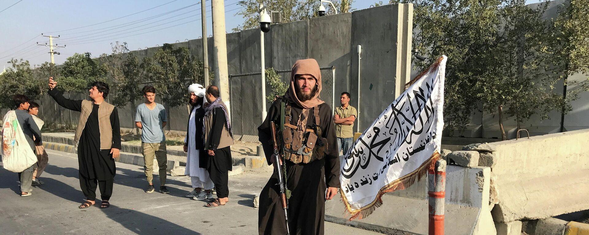 Talibanes en Kabul, Afganistán - Sputnik Mundo, 1920, 31.08.2021