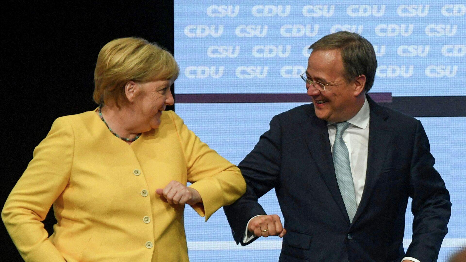 La canciller saliente de Alemania, Angela Merkel, y el candidato de la CDU, Armin Laschet - Sputnik Mundo, 1920, 23.08.2021