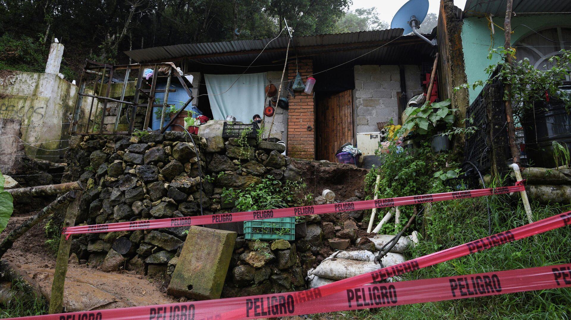 Una casa afectada por el huracán Grace en Xalapa, México - Sputnik Mundo, 1920, 23.08.2021