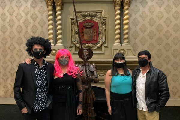 Asistentes a la fiesta de la Noche de la Nostalgia en el Mesón Español - Sputnik Mundo