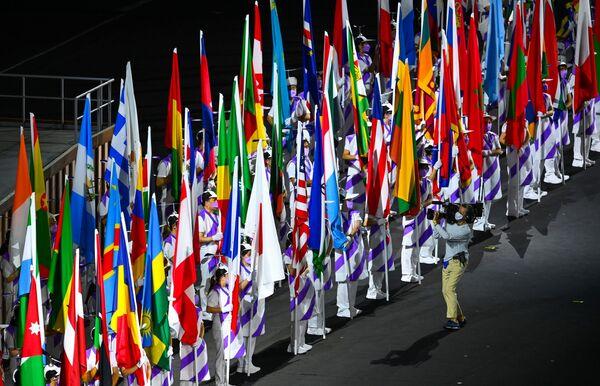 Un total de 163 equipos, incluido el de refugiados, participó en el desfile tradicional. - Sputnik Mundo