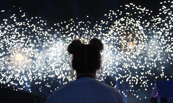 Fuegos artificiales durante el concierto de gala, en el marco de la celebración del 800 aniversario de Nizhni Nóvgorod. - Sputnik Mundo