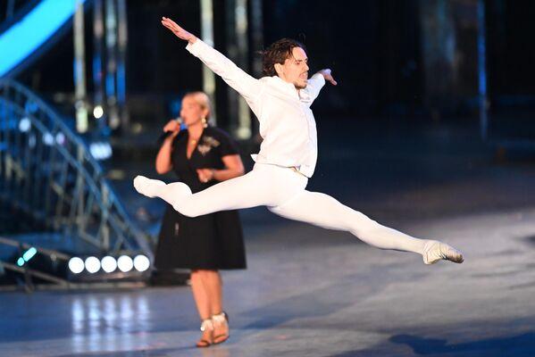 El bailarín Serguéi Polunin en el concierto de gala, en el marco de la celebración del 800 aniversario de Nizhni Nóvgorod. - Sputnik Mundo