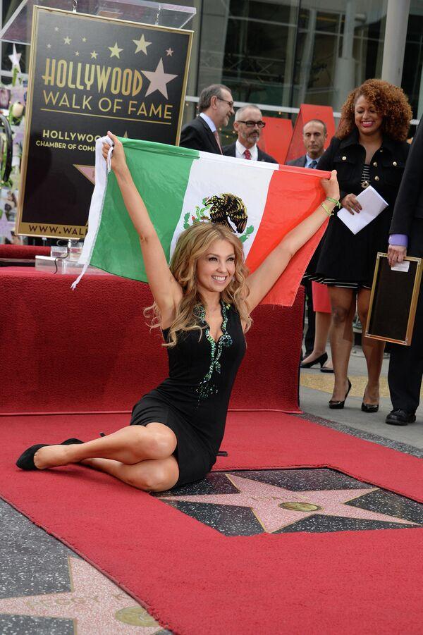 Thalía se convirtió en la primera celebridad de origen mexicano que consiguió su estrella en el Paseo de la Fama de Hollywood. - Sputnik Mundo