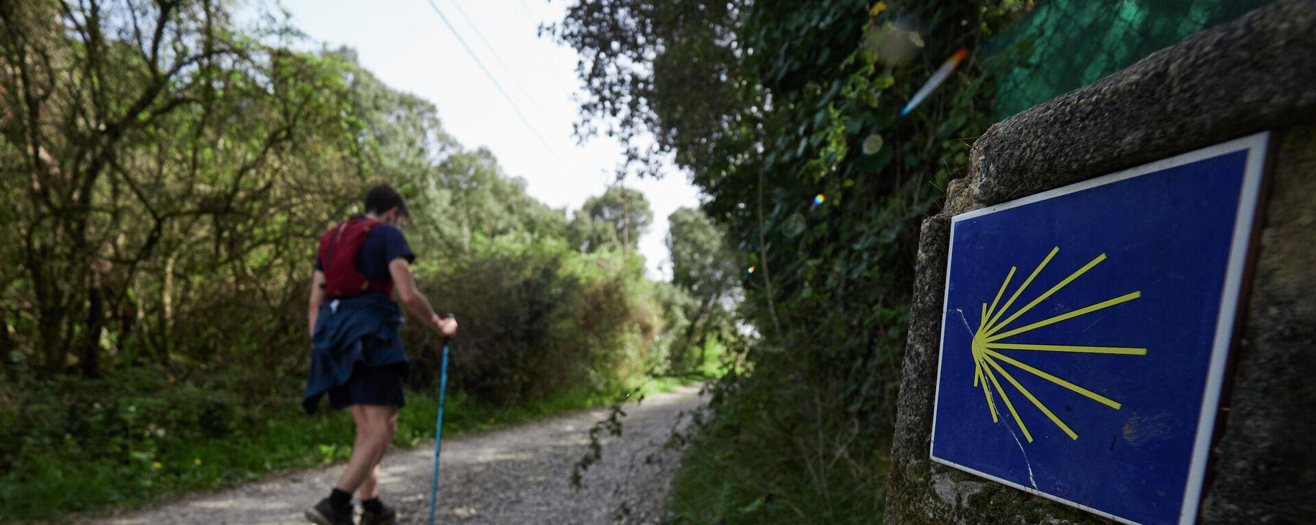 El vecino de Pamplona Rafa Ramirez realiza el Camino de Santiago a su paso por la Comunidad Foral de Navarra, España, a 1 de abril de 2021 - Sputnik Mundo, 1920, 26.08.2021