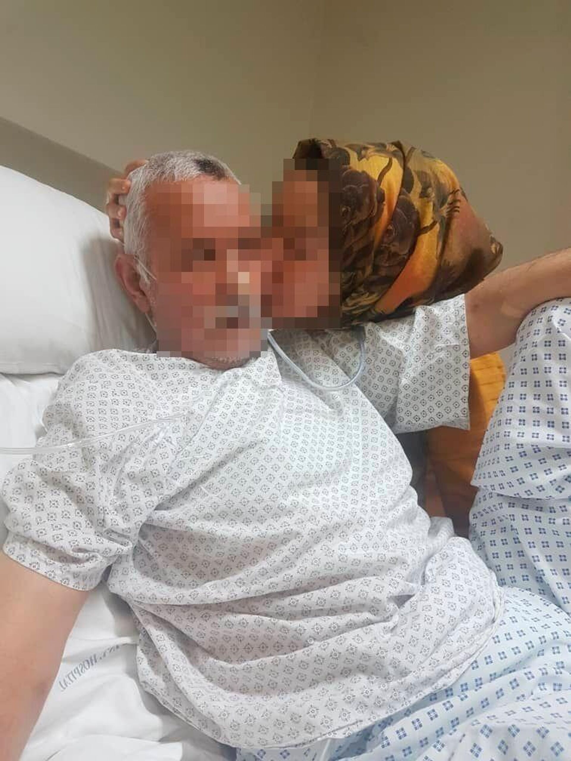 Latifa Sakhizada, afgana atrapada en Kabul, junto a su padre enfermo en el hospital - Sputnik Mundo, 1920, 27.08.2021