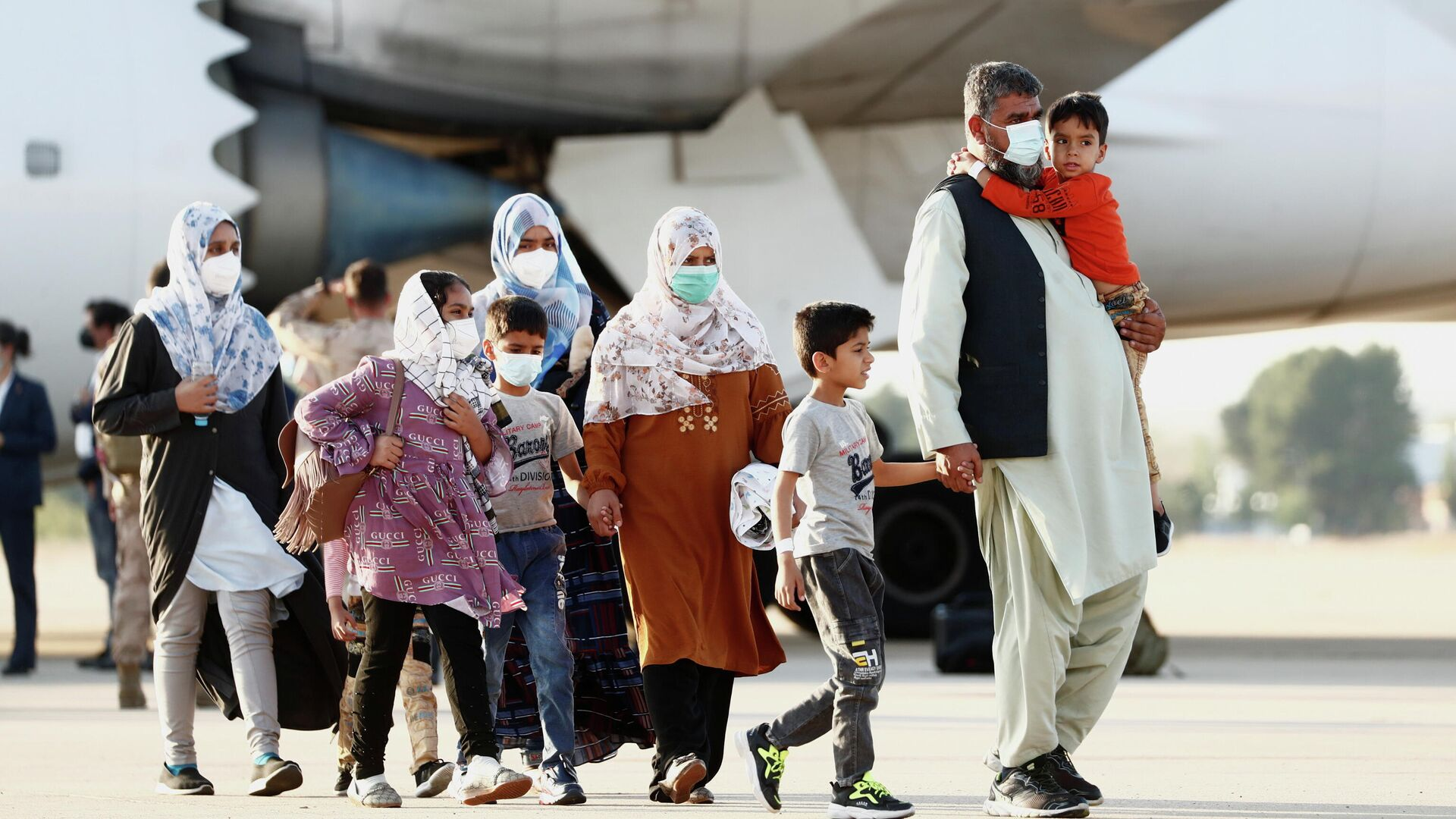 Ciudadanos afganos llegan a España desde Kabul - Sputnik Mundo, 1920, 27.08.2021
