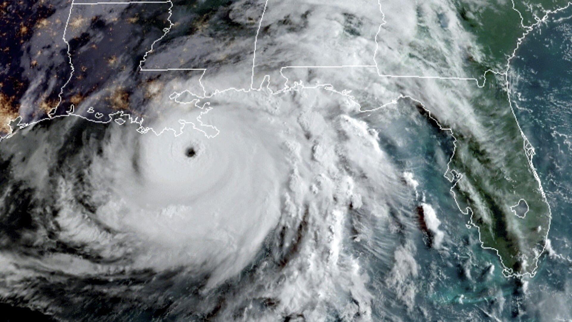 Una imagen satelital del huracán Ida sobre el golfo de México - Sputnik Mundo, 1920, 29.08.2021