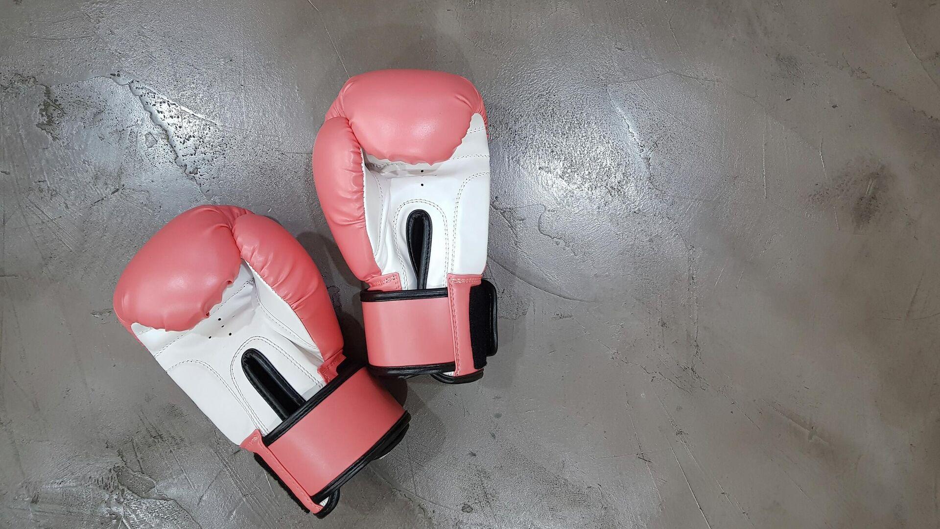 Unos guantes de boxeo rosados - Sputnik Mundo, 1920, 30.08.2021