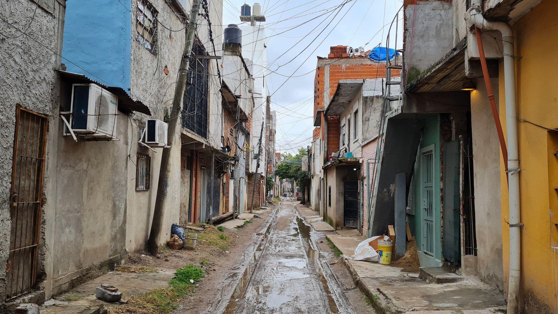 La Villa 21-24 de la ciudad de Buenos Aires es atravesada por las vías del ferrocarril - Sputnik Mundo, 1920, 04.09.2021