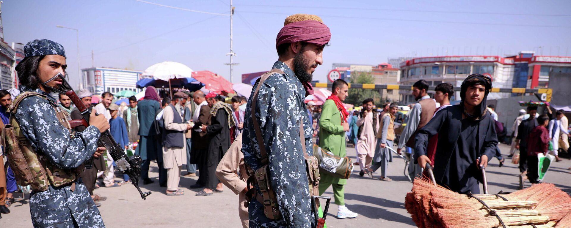 Las fuerzas de seguridad talibanes hacen la guardia en una calle de Kabul, Afganistán, el 4 de septiembre de 2021 - Sputnik Mundo, 1920, 04.09.2021