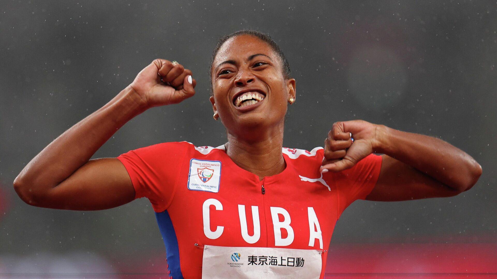Omara Durand Elias, deportista paralímpica de Cuba, celebra su medalla de oro en los Juegos Paralímpicos de Tokio 2020, el 4 de septiembre del 2021 - Sputnik Mundo, 1920, 04.09.2021