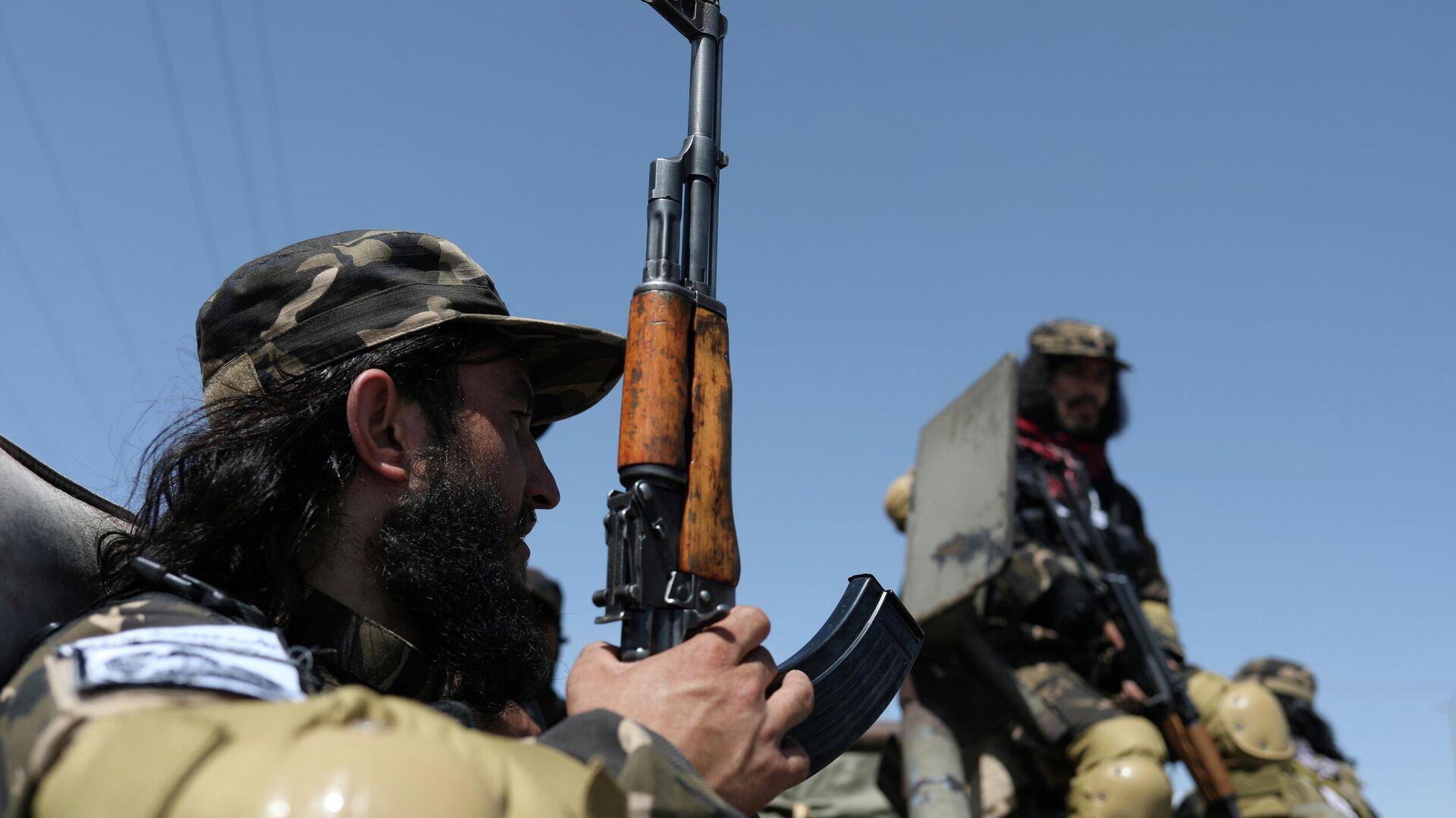 Miembros de las Fuerzas Especiales de Inteligencia de los talibanes vigilan el aeródromo militar de Kabul - Sputnik Mundo, 1920, 03.10.2021