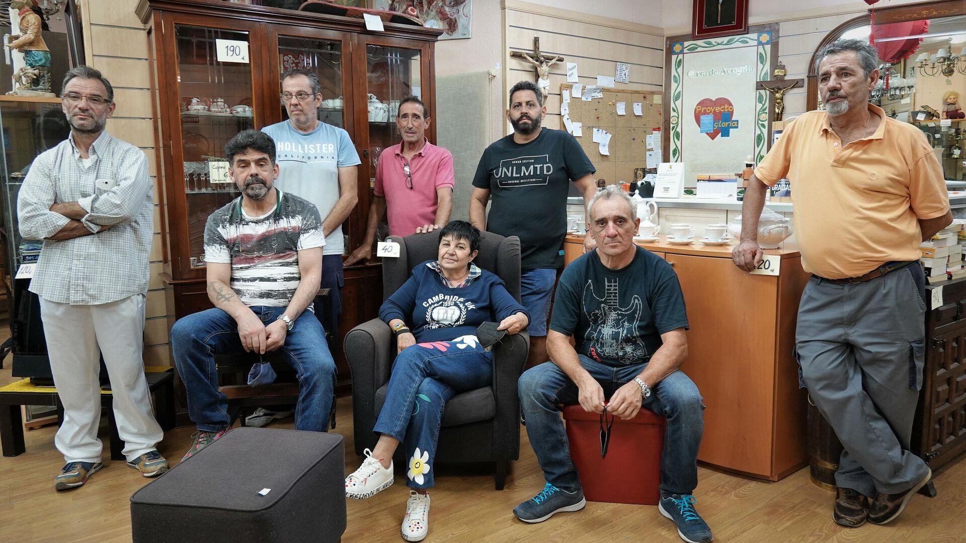 Gloria Iglesias, azafata española que montó una ONG en Madrid para gente sin techo, con sus 'hijos' - Sputnik Mundo, 1920, 17.09.2021